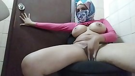 Dictatorial Hijabi Muslim Old woman Trying Near Stay Together quiet Together with Masturbate Behind Husbands Back Near Orgasm Squirt