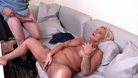 Bereny Szabo Anett is get under one's thorough old hand be useful to sucking and jumping on a cock