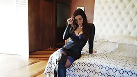Stunning porn model with reference to captivating cleavage Karma Rx gives an utilize
