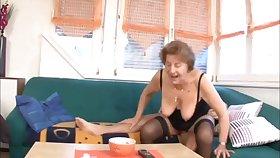 70 Jahre alte Sau Oma big boobs liebt Hahn